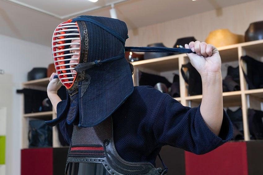 岡山市 剣道 武道具さかい 防具 面の正しいつけ方